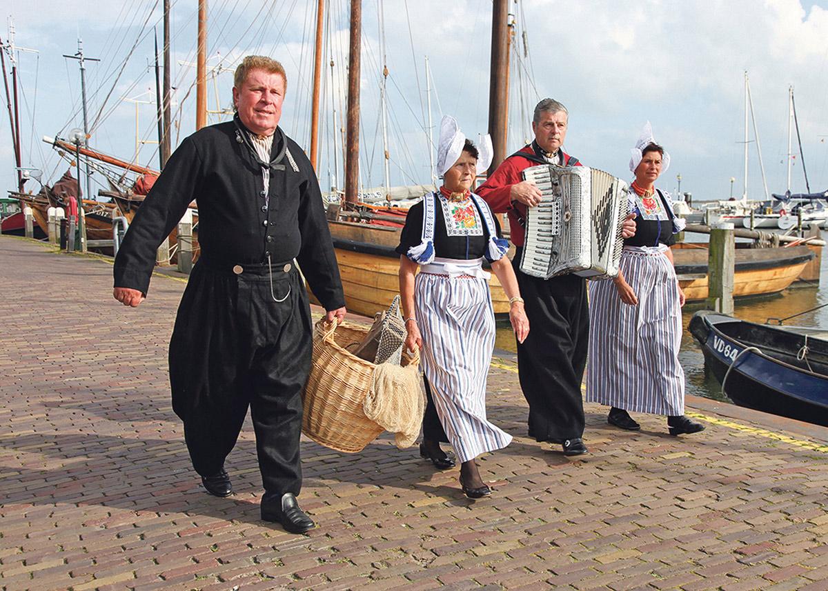 Voorkeur Op de foto in Volendamse klederdracht - Eropuit in Volendam MG71