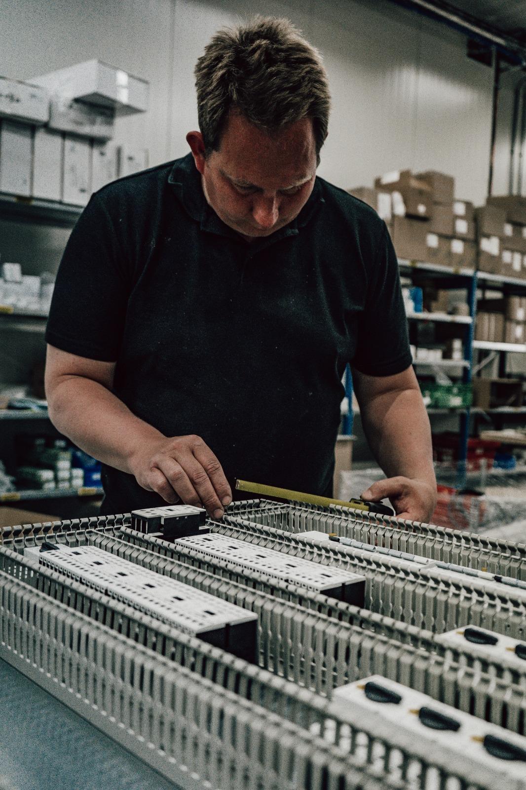 ervaren elektra monteur barneveld | workz uitzendbureau putten gelderland | etb van de beek b.v. vacature ervaren elektra monteur  collega